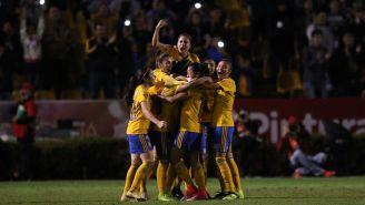 Jugadoras de Tigres tras uno de los goles contra Chivas