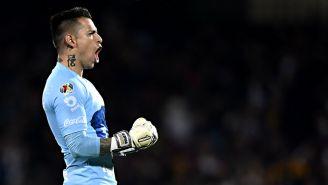 Alfredo Saldívar festeja gol de Pumas