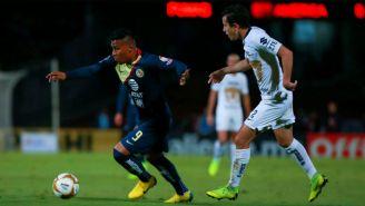 Roger Martínez conduce el esférico en la Ida de 'Semis' contra Pumas