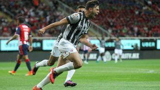 Fernando Meza festejando gol con Necaxa