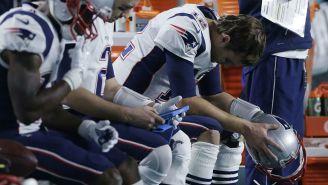 Tom Brady se lamenta en un partido de Dolphins