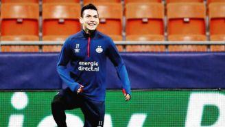 Hirving Lozano calentando con el PSV