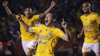 Jesús Dueñas celebra una anotación frente a Pumas