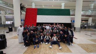 Jugadores de Chivas, en su arribo a Emiratos Árabes Unidos