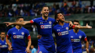 Jugadores de Cruz Azul celebran un gol en el Apertura 2018