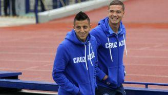 Roberto Alvarado arriba a un juego con Cruz Azul