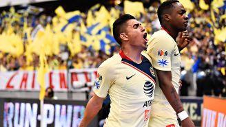 Joe Corona y Renato Ibarra festejan un gol con América