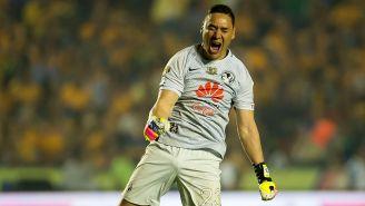 Moi Muñoz festeja un gol con el América