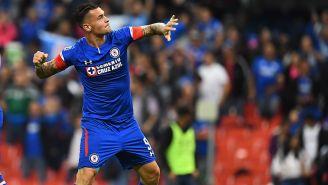 Caraglio festeja un gol con Cruz Azul en el Azteca