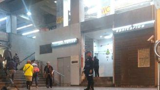 Elementos de seguridad resguardan la entrada del Metro