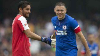 Jesús Corona y Pablo Aguilar festejan un triunfo