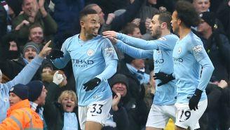 Gabriel Jesus celebra con sus compañeros un gol del Man City