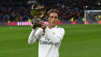 Modric posa en el Bernabéu con su Balón de Oro