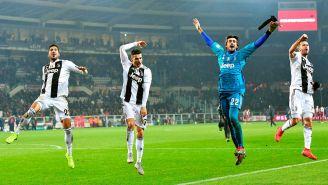 Jugadores de la Juventus celebran el triunfo en el Derbi de Turín