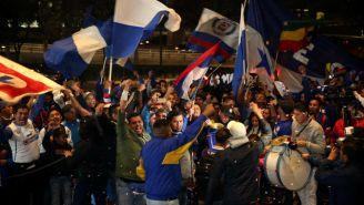Cruz Azul recibe serenata en el hotel de concentración previo a la Final