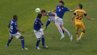 Moisés Muñoz remata de cabeza para anotar gol contra La Máquina