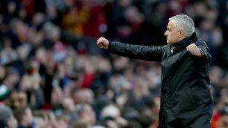 Mourinho dirigiendo al Manchester United