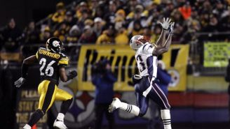 Deion Branch recibe un pase largo de Brady contra Steelers