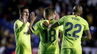 Messi festeja con sus compañeros uno de sus goles vs Levante