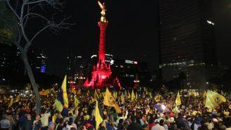 Aficionados celebran triunfo del América en el Ángel de la Independencia