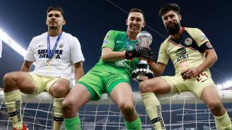 Henry Martín, Agustín Marchesín y Oribe Peralta con el trofeo