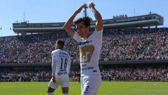 Alan Mozo festeja un gol con los Pumas