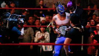 Laredo Kid con el cinturón de Lucha Capital