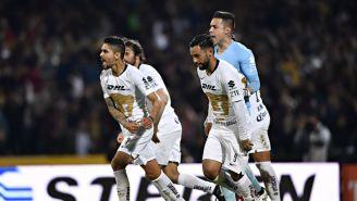 Cabrera y Mendoza celebran gol en C.U.
