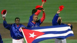 Jugadores de beisbol cubanos, agradecen a la afición que fue apoyarlos