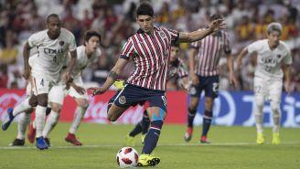 Alan Pulido cobra penalti en Mundial de Clubes