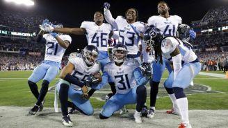 Jugadores de los Titans festejan triunfo contra Redskins
