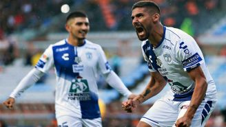 Franco Jara celebra gol con Pachuca
