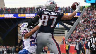 Gronkowski atrapa un pase contra Bills