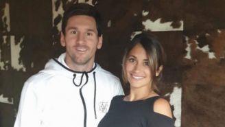 Messi y Antonela posan para la foto