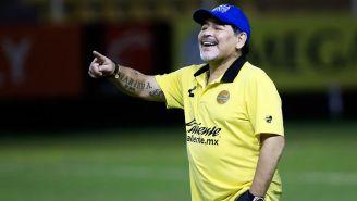 Maradona sonríe durante un encuentro de Dorados