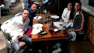 Édgar Méndez y Angélica Cruz comparten una cena con amigos