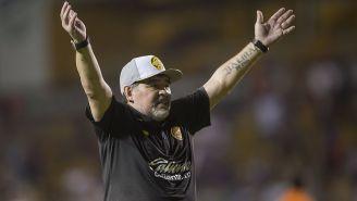 Maradona celebra en juego de Dorados