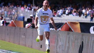 Carlos González festeja gol con Pumas en CU