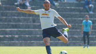 Carlos González en acción durante un encuentro ante Puebla