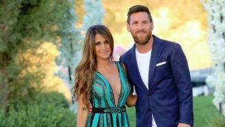 Antonella y Messi posan junto en una fiesta