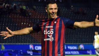 Diego Churín festeja un gol con el Cerro Porteño