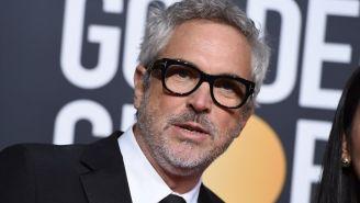 Cuarón posa para una foto en la ceremonia de los Golden Globes