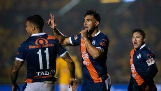 Jugadores del Puebla celebran una anotación