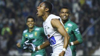 Moreno celebra una anotación con León en el C2019