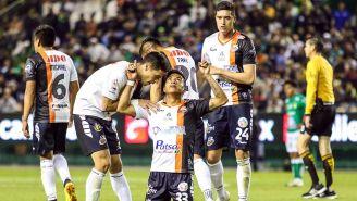 Omar Islas festeja su gol contra León