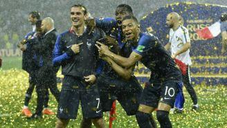 Griezmann, Mbappé y Pogba festejan el título del Rusia 2018