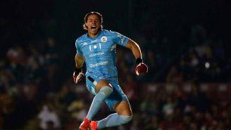 José Rodríguez festeja por el gol