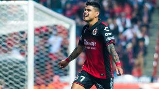 Gustavo Bou celebra una anotación con Xolos en Liga MX
