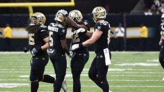 Jugadores de Saints celebran anotación