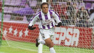 Cuauhtémoc Blanco festeja un gol en su etapa con el Valladolid